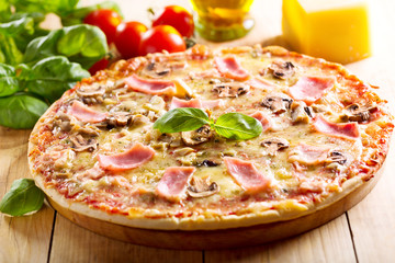 pizza with bacon and mushrooms