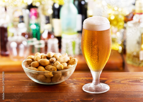 glass of beer with peanuts - 76821298