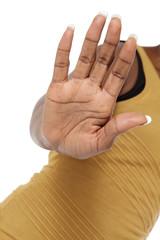 femme noire tendant paume main