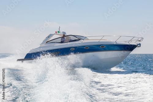 Leinwanddruck Bild motor boat