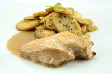 escalope de volaille et pommes de terre salardaise