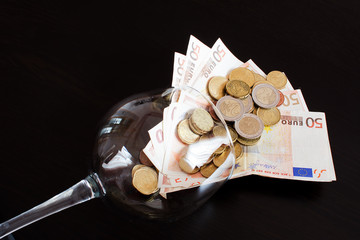 Glasswine of money