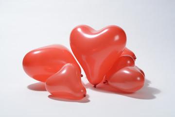 Globos rojos en forma de corazón
