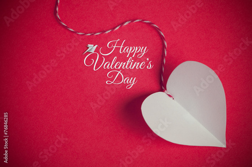 In de dag Retro valentines day background with paper cut heart and message