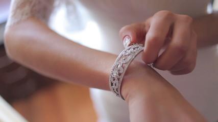 the bride wears wedding jewelry, put bracelet on wrist