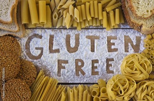 Aluminium Koken gluten free word with wood background