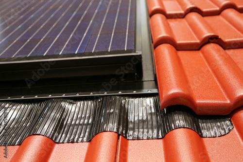 Solarzelle auf Pfannenziegeldach - 76854059