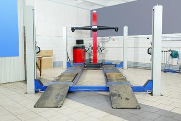 Similarity collapse equipment in a car repair garage