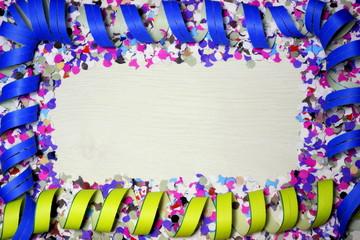 cornice di coriandoli e stelle filanti