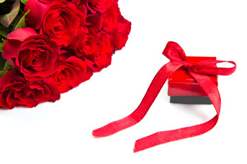 valentine's day Red roses and gift box