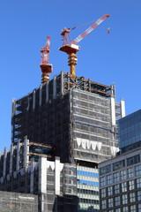建築中の高層ビル