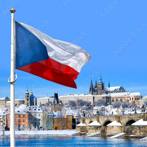 Fotobehang Praag Flag, Prague castle and Lesser town, Prague, Czech republic