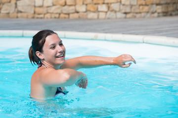 détente à la piscine