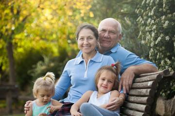 grandparents with cutes grandchildren