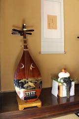 琵琶と鏡餅