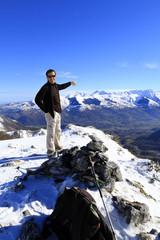 Randonnée sur sommet enneigé
