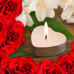 Kerze und Rosen