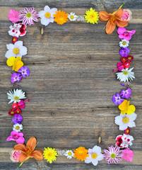 Blumen Rahmen auf Holz