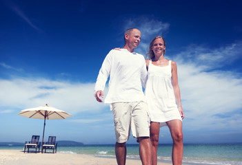 Couple Walking Beach Enjoyment Holiday Trip Concept