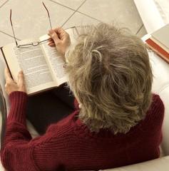 donna lettura occhiali