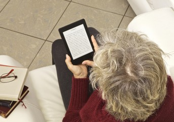 e-reader donna lettura