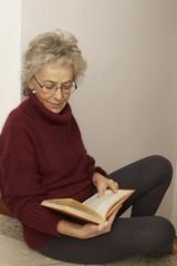 donna lettura libro