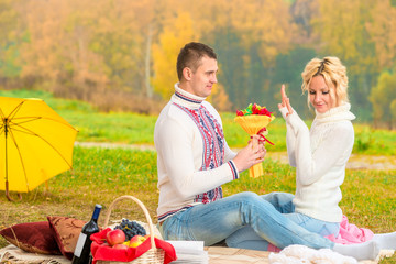male 35 years, presents a bouquet of his beloved at the picnic