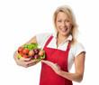 Frau präsentiert eine Schale voll Gemüse und Salat