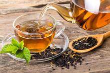 "Постер, картина, фотообои ""Tea composition with mint leaf on wooden palette"""