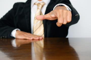 ビジネスマンの指差し Businessman's pointing finger