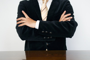 腕組みをするビジネスマン Businessman arms crossed