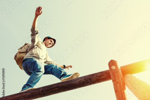 Leinwanddruck Bild traveler walking balance over top of wooden construction
