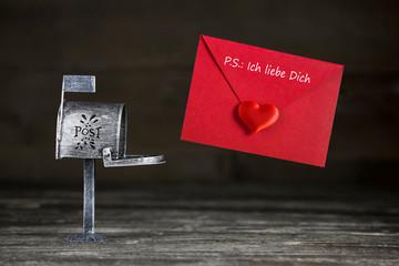 Ein Liebesbrief mit Herz in Rot zum Valentinstag