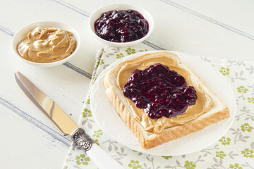 Bread with peanut butter and jam (blueberries and raspberries)