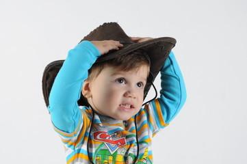 ребёнок и шляпа