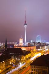 Buntes Berlin bei Nacht