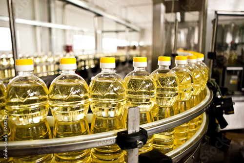 Papiers peints Condiment Factory for the production of edible oils. Shallow DOFF.