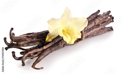 Papiers peints Herbe, epice Bunch of vanilla sticks and orchid flower on white background.