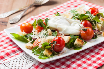 salad with tomatoes, basil, croutons and poached egg