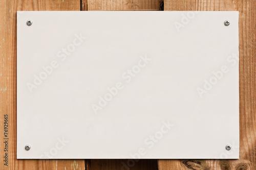 canvas print picture Schild - weiss - mit Schrauben auf Holz befestigt