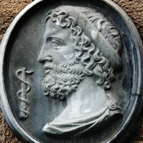 Foto op Plexiglas Standbeeld Greek God Asclepius