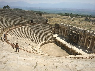 древний театр в городе хиераполис