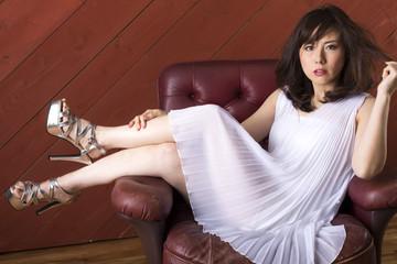 白いドレスの女 ポートレイト