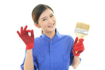笑顔の女性作業員