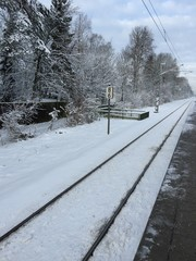Bahngleis im Winter