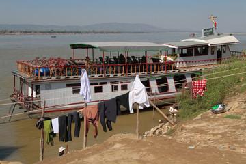 Au bord de l'Irrawaddy