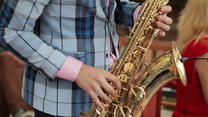 Saxophonistplaying his instrument. Close-up