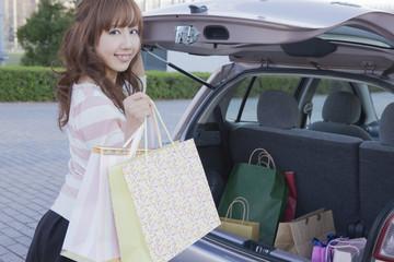 人物,日本人,東洋人,女性,20代,屋外,車内,車,運転,座る,旅行,遊ぶ,楽しい,カーシェアリング,自動車,マイカー,免許,か