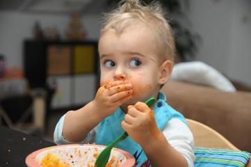 Ich kann schon alleine essen