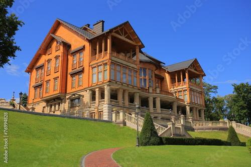 Leinwanddruck Bild Honka, Mezhyhirya Residence